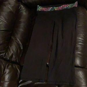 Women's size medium VS Pink yoga capri pants!